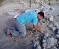 marcello-mentre-pulisce-il-muro-dellambiente-a3